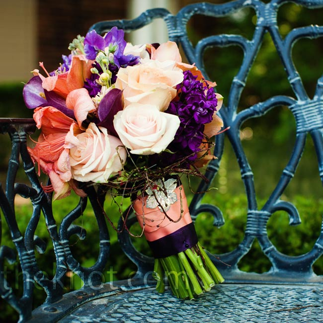 A mix of amaryllis, sweet Williams, calla lilies and roses incorporated the day's colors.