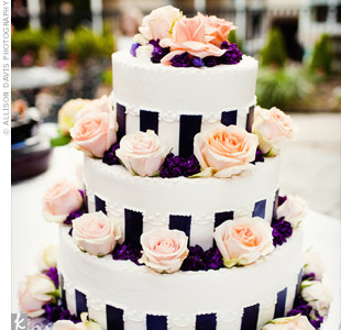 Vertical-striped ribbon added a bold touch to the cake.