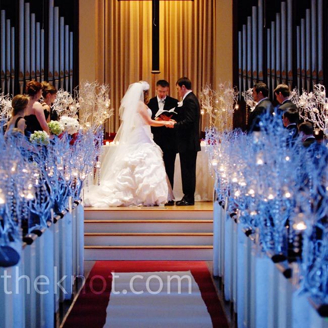 Blue lights down the aisle gave the ceremony a wintry feel.