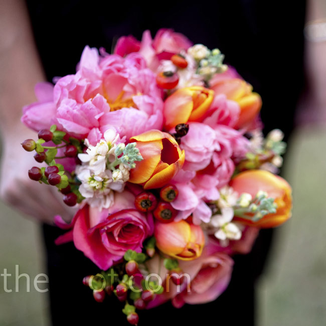 With mostly neutral décor, Callie wanted bright bridesmaid bouquets. The girls carried coral peonies, roses and tulips.
