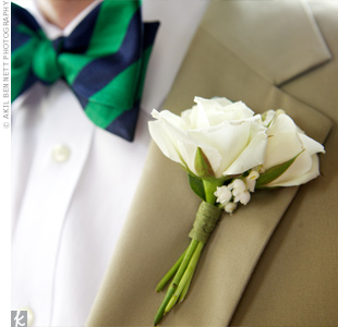 Simple boutonnieres of cream spray roses kept the focus on the guys' bow ties.