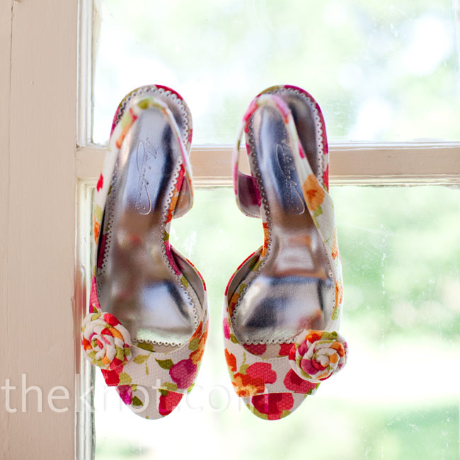 Sling-back heels in a bright floral pattern added a punch of color to the bridesmaids' attire.