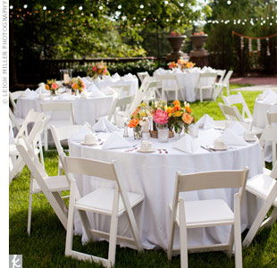 Crisp white table linens and wooden folding chairs were a neutral backdrop against the lush garden surroundings.