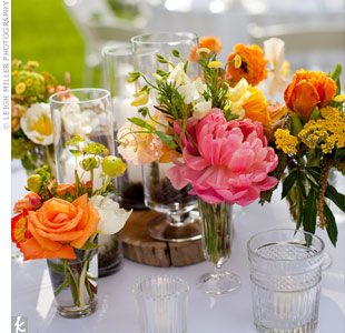 Organic tablescapes and a variety of blooms in eclectic vases brought a casual elegance and summery feel to the tables.