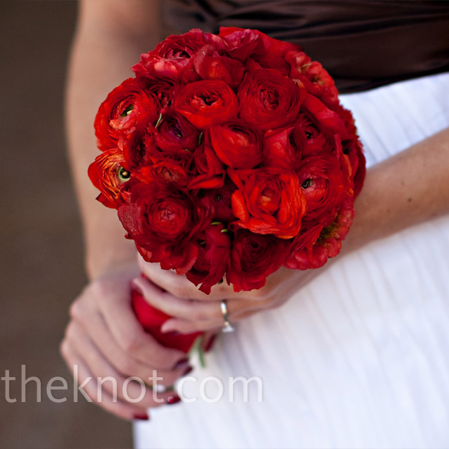 A tightly packed bouquet of red ranunculus popped against the crisp backdrop of Brit's gown.