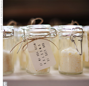 Tiffany made lemon-infused sugar and packaged it in mini Mason jars for guests to take home.
