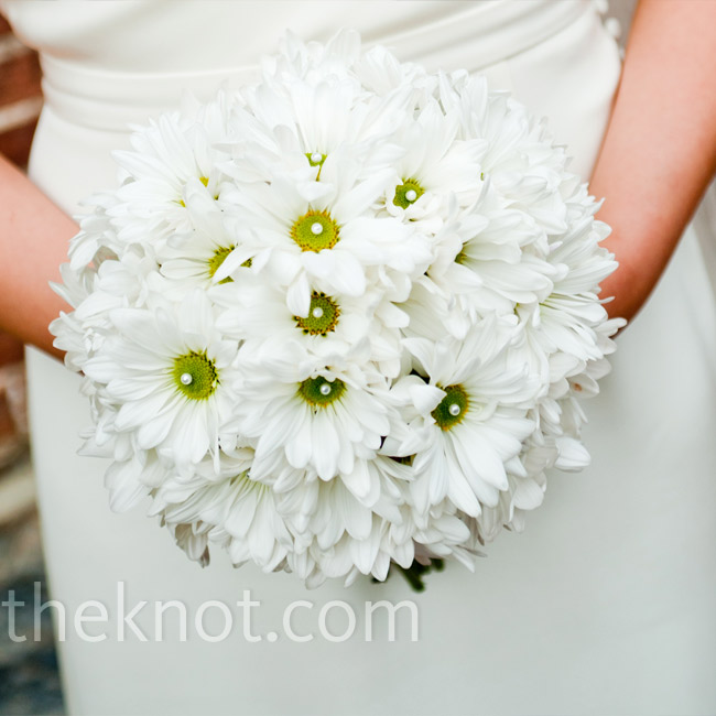 Marita carried an all white bouquet of daisies (her favorite flower) embellished with pearls.