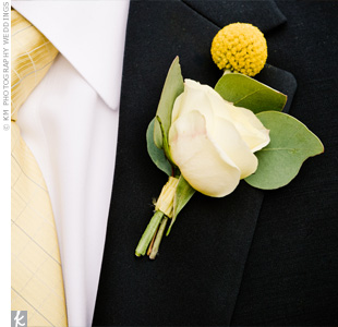 A pale yellow rose and a craspedia had a look that was both mod and classic.