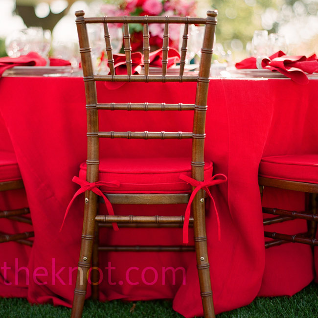 Red seat cushions paired with dark-wood chiavari chairs had a rich look.