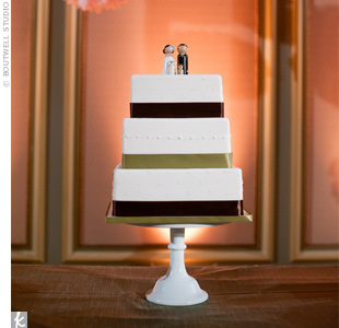 Green and brown ribbon and wooden figurine toppers (of the couple and their two dogs) adorned the simple, modern cake.