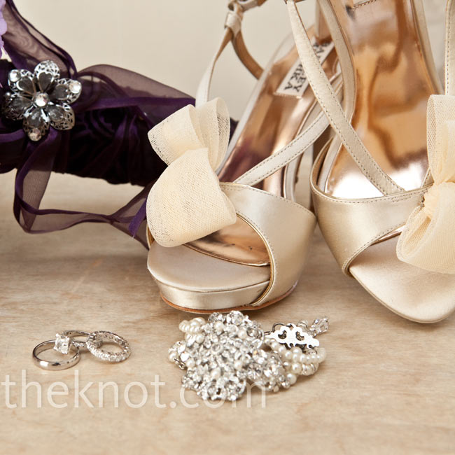 Amy accessorized with a pearl bracelet, teardrop earrings and ivory-satin Badgley Mischka heels.