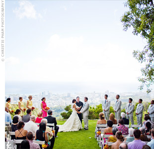 With an incredible view of Honolulu as a backdrop, Jana and Josh kept their décor super simple—just plain white chairs with some flowers.