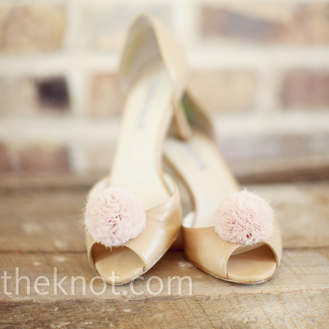 D'Orsay pumps in a soft champagne hue were accessorized with pink fabric shoe clips for a touch of color.