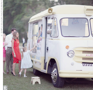 Instead of a groom's cake, Ashley and Kemble had an ice cream truck on hand to give out sweet treats.
