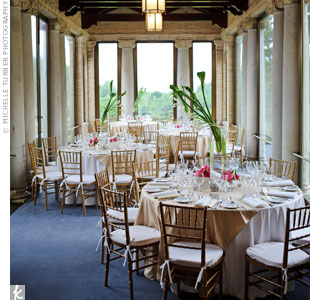 The reception took place in three rooms at the estate. Round tables were set up in the charming, window-lined portico.