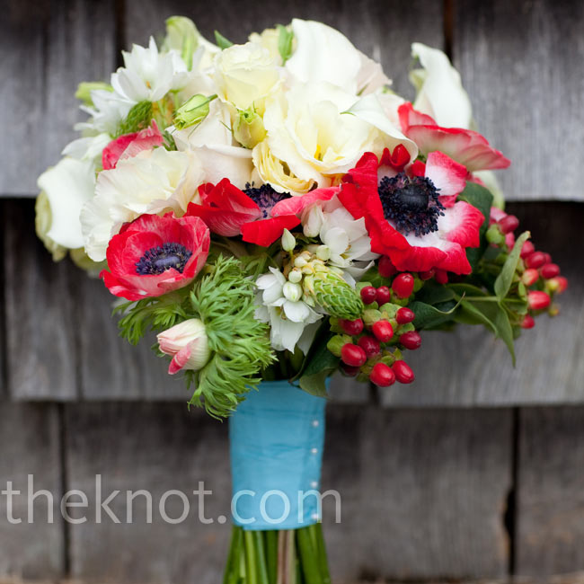 Bright red anemones, stephanotis, white calla lilies and roses made up Jenn's textured bouquet.