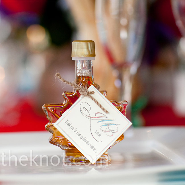 Each guest found a leaf-shaped maple syrup bottle to take home at his or her place setting.