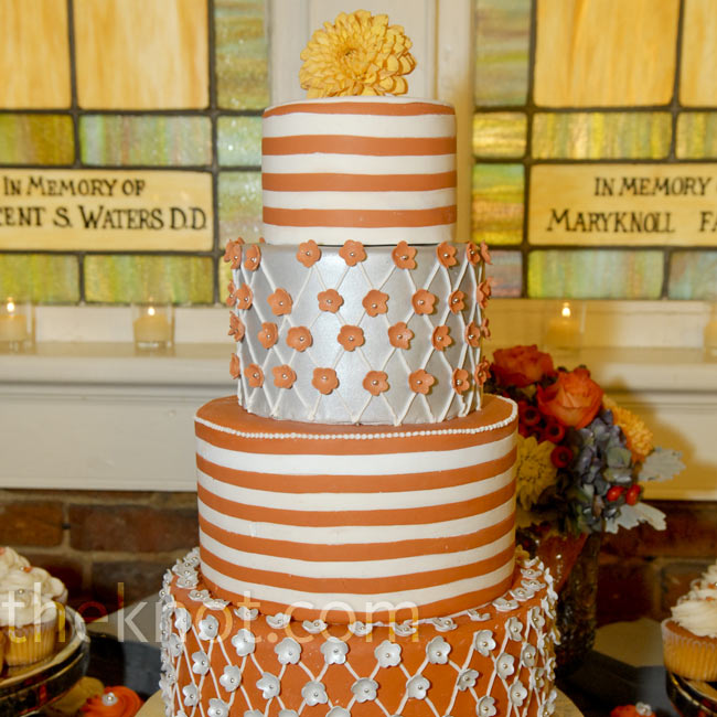 The vanilla pound cake with lemon filling was frosted in playful orange and white patterns. The couple also served up cupcakes with sugar flowers on top.