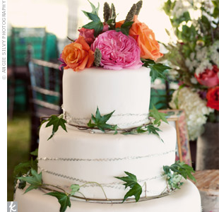 Fresh flowers and ivy brought a natural touch to the fondant tiers.