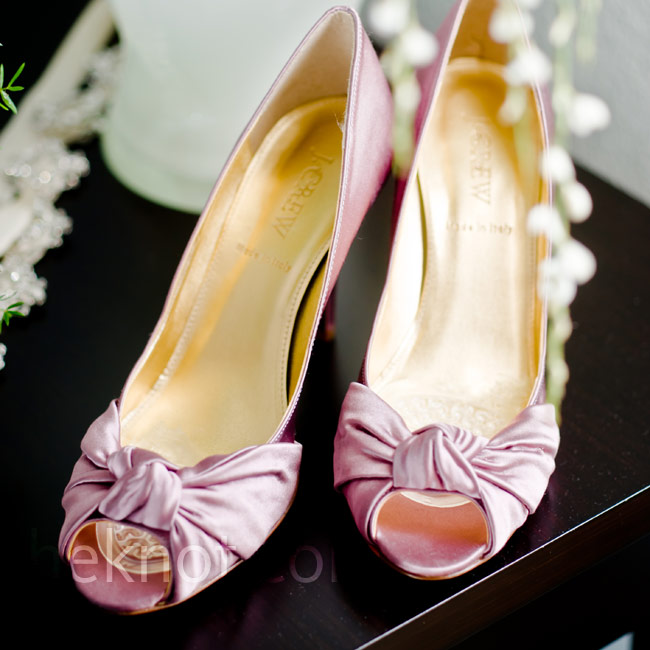Kimberly scored with these satin peep-toe pumps in the perfect shade of pink.