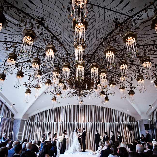 When it started to rain 10 minutes before the roof ceremony, everything was rushed inside to the adjacent ballroom.