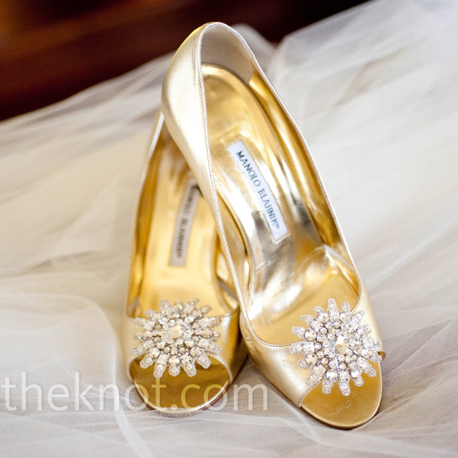 Gold peep-toe pumps with crystal accents added some sparkle to Anna's look.