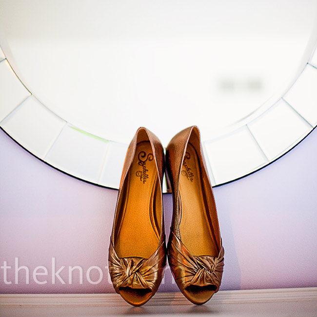 Bronze peep-toe wedges with a slight heel kept Laura comfortable all day.