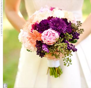 A cluster of football and button mums, peonies, daisies and herbs had a just-picked look.
