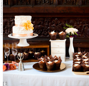 The couple cut a mini cake while their guests enjoyed banana-pineapple cinnamon cupcakes in tulip-style wrappers.
