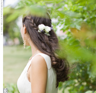 Becky embraced a natural, Bohemian look and wore her hair half-up, held with braids and accented with roses and lavender.