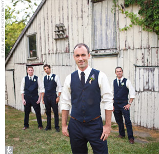 Shaun and his groomsmen donned vests and ties for an effortless yet still formal look.