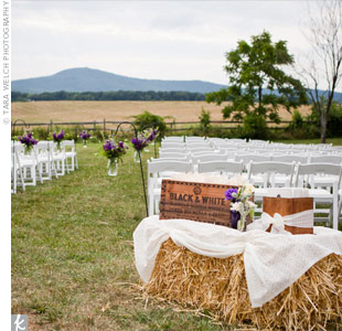 Vintage wooden boxes held the ceremony programs and cones of flower petals for tossing during the recessional.