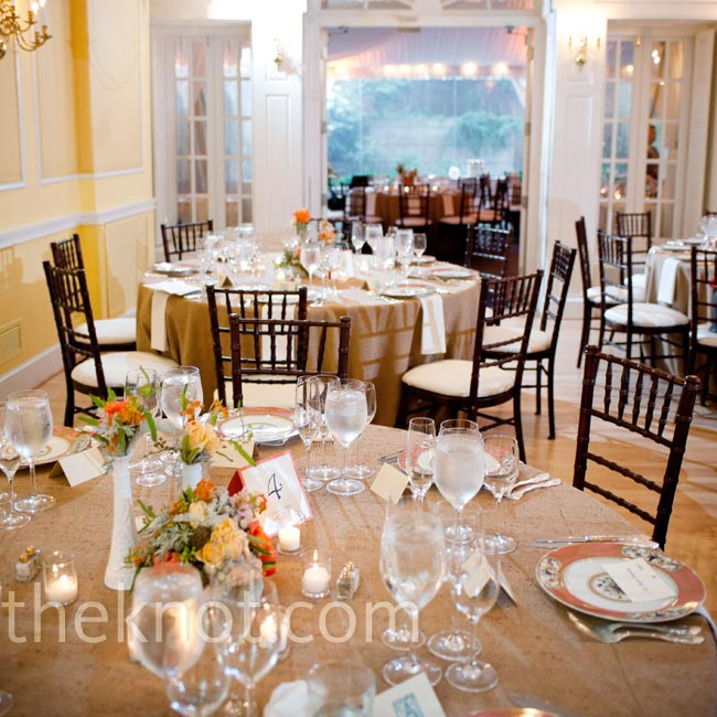 Rough burlap table linens added contrast to the old-fashioned elegance of the space.