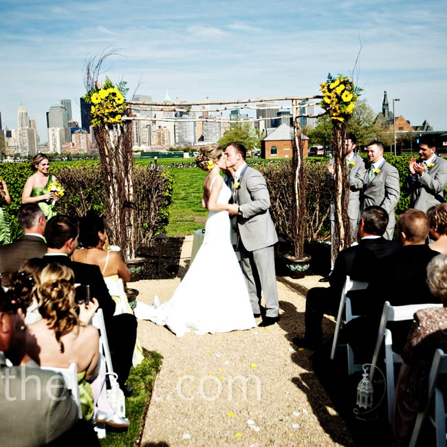 Casual Backyard Wedding Ceremony : Agata and Garrett said their vows in Liberty State Park with the