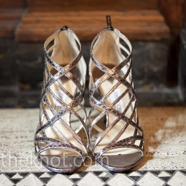 The bride chose sleek, 