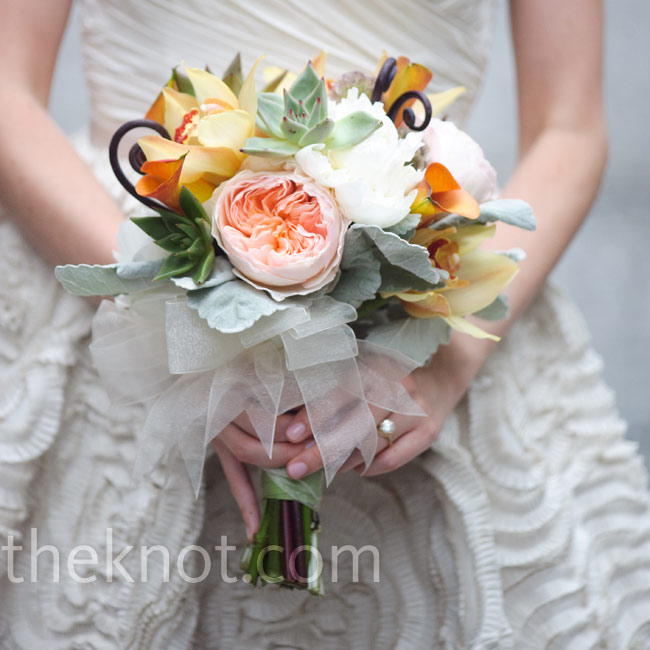 Sarit carried a bouquet of peach garden roses and orange calla lilies, with succulents, scabiosa pods and dusty miller for texture.