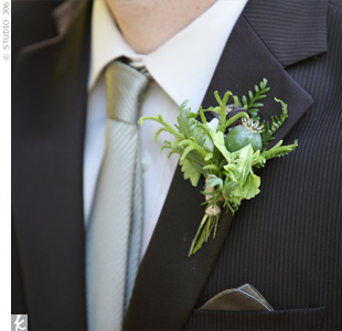 A muted-olive tie and pocket square complemented Sean's free-form boutonniere.
