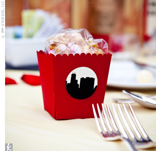 Red boxes filled with popcorn were decorated with—of course—the Chicago skyline silhouetted on stickers.