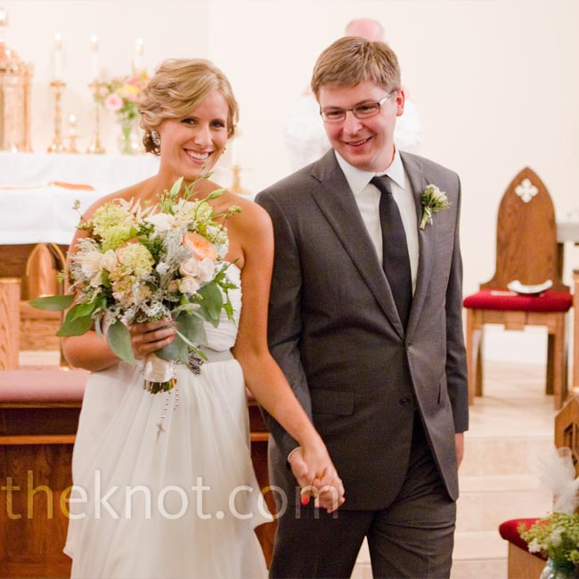 Elise accented her Grecian-style silk chiffon gown with a gray belt that coordinated with her bouquet and the rest of the wedding decor.