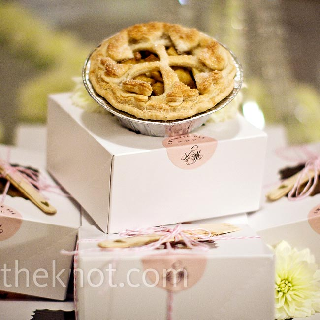 At the end of the night, guests went home with mini apple pies made from Lindsey's own recipe.