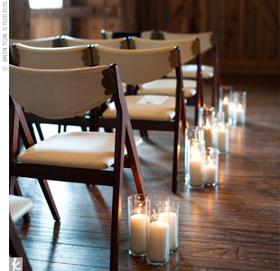 The couple kept decoration to a minimum and used simple, uneven candles to accessorize the aisle.