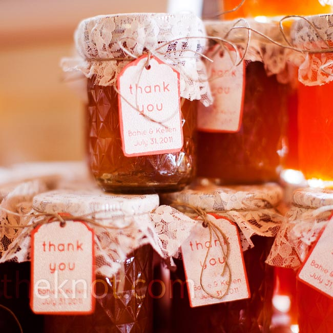 Bahie and Kellen bottled homemade peach jam in jars and covered the tops in lace.