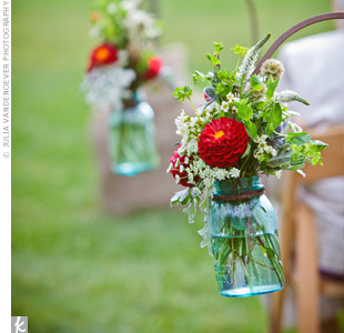 Red, White, and Green Ceremony Decor