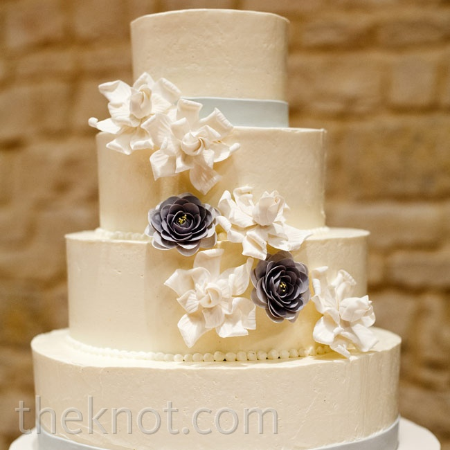 Limiting the cake's decor to two gray bands and a few sugar flowers kept it looking streamlined and mod.