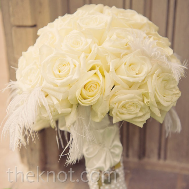 To capture a glamorous look, white roses were wrapped in pearls.