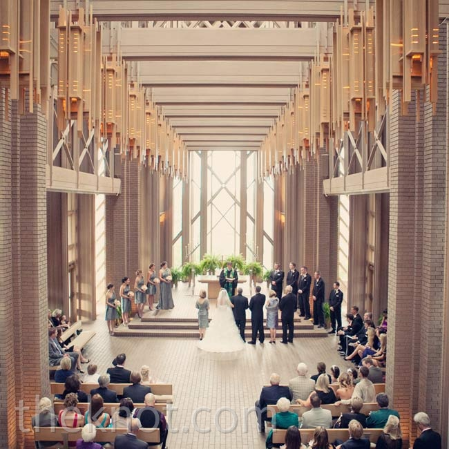 Because the architecture of the chapel was so stunning, Amelia and Bryan didn't need to add any décor.