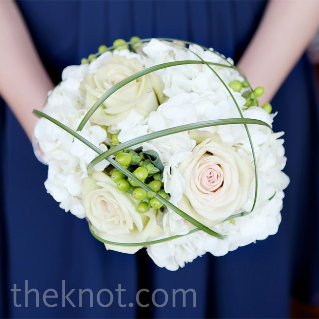 Wanting something unique to add to the bouquets, Batrease asked for grass to be looped over the flowers.