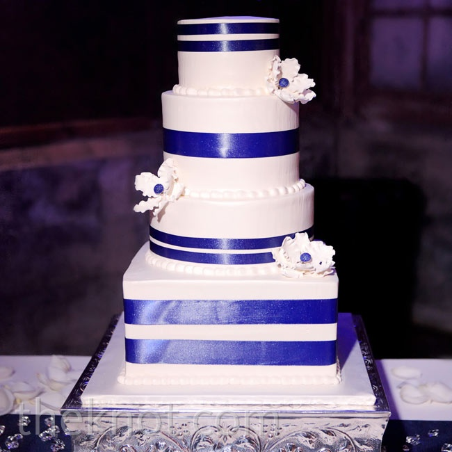 To create dimension, the cake had a mix of square and round tiers.
