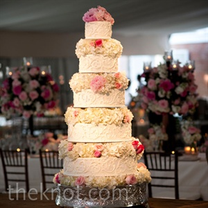 To give even more height to the five-tiered cake, the layers were separated by fresh flowers.