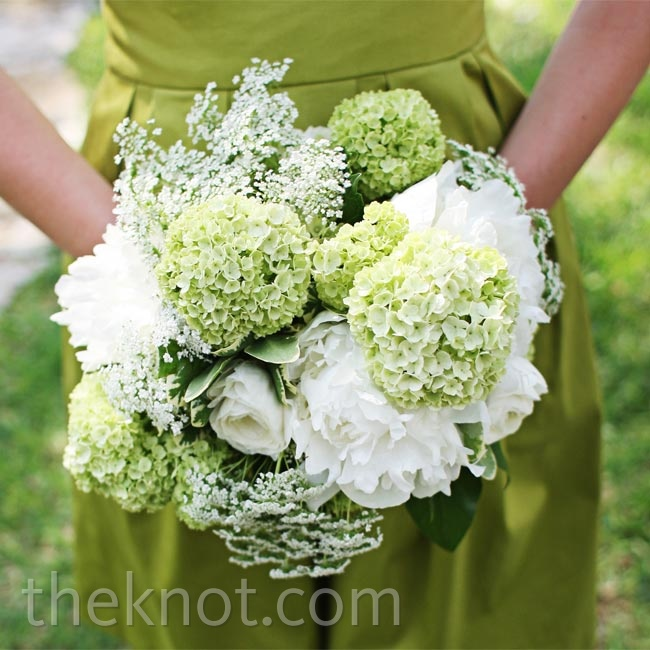 In keeping with the unfussy theme of the day, the bridesmaids carried loosely tied bouquets of hydrangeas and peonies.